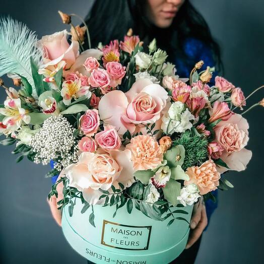 Цветы в коробке Tiffani