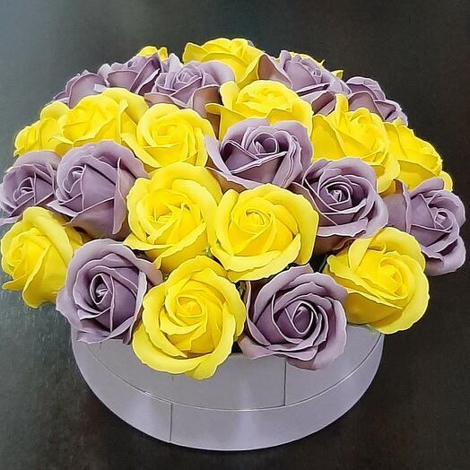 27 роз в шляпной коробке
