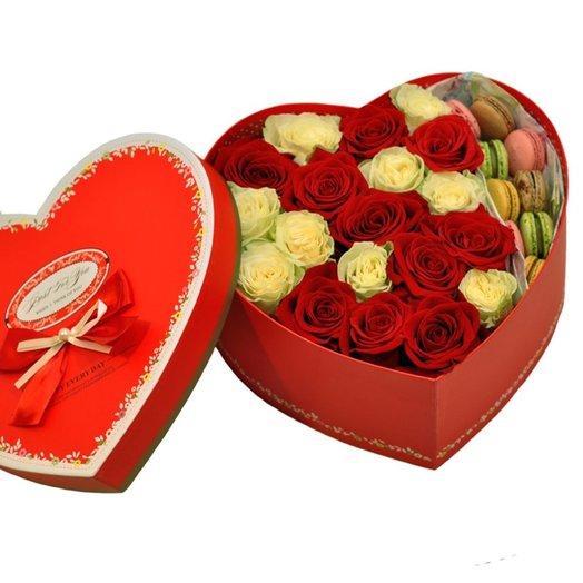 Коробка Love Me: букеты цветов на заказ Flowwow