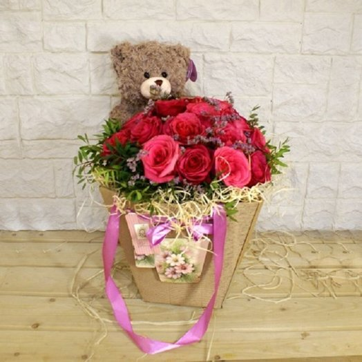 Composition Bear with red roses