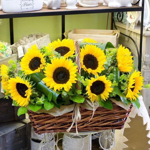Корзина подсолнухов Sunrich: букеты цветов на заказ Flowwow