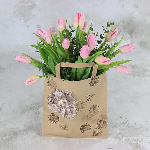 15 розовых тюльпанов в крафт-пакете: букеты цветов на заказ Flowwow