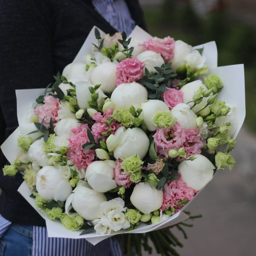 Ароматный сборный букет с пионами: букеты цветов на заказ Flowwow