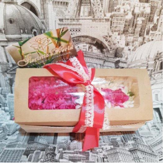 Комплимент из хризантемы в коробочке: букеты цветов на заказ Flowwow