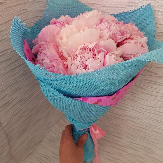 9 пионов, в необычном цвете оформления: букеты цветов на заказ Flowwow