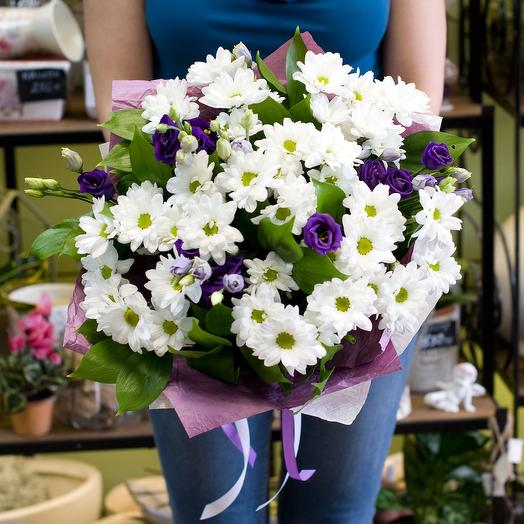 Букет из лизиантусов и кустовых хризантем: букеты цветов на заказ Flowwow