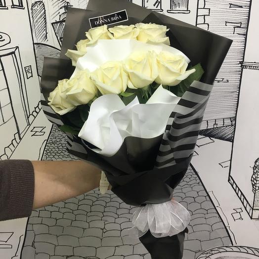 Букет из 9 роз в черно-белом оформлении: букеты цветов на заказ Flowwow
