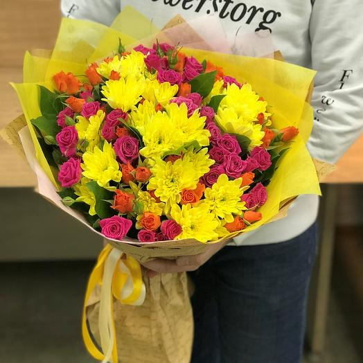 Монобукеты. Хризантемы желтая. Кустовые розы. N330: букеты цветов на заказ Flowwow