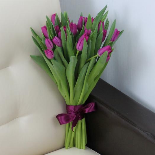 25 фиолетовых тюльпанов: букеты цветов на заказ Flowwow