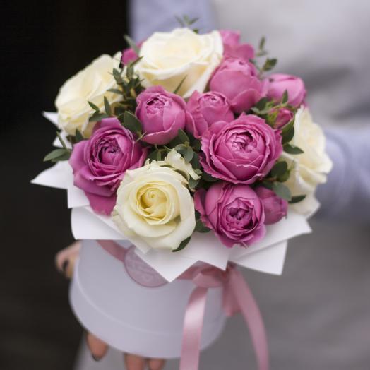 "Комплимент в коробке: белый с ""Мисти Баблз"": букеты цветов на заказ Flowwow"