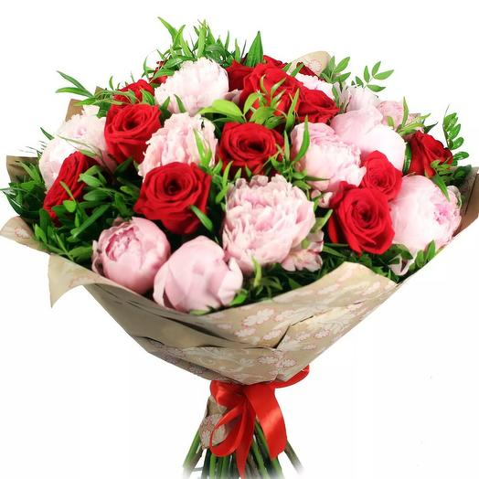 """Букет из роз и пионов """"Неаполитанские страсти"""": букеты цветов на заказ Flowwow"""