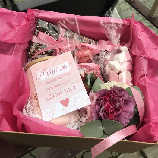 Подарочный девочкин бокс с цветочками и сладостями: букеты цветов на заказ Flowwow