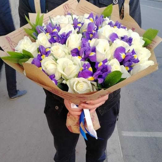 Розы в ирисах: букеты цветов на заказ Flowwow
