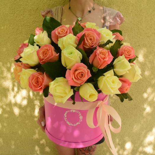 51 роза в шляпной коробке в нежных оттенках