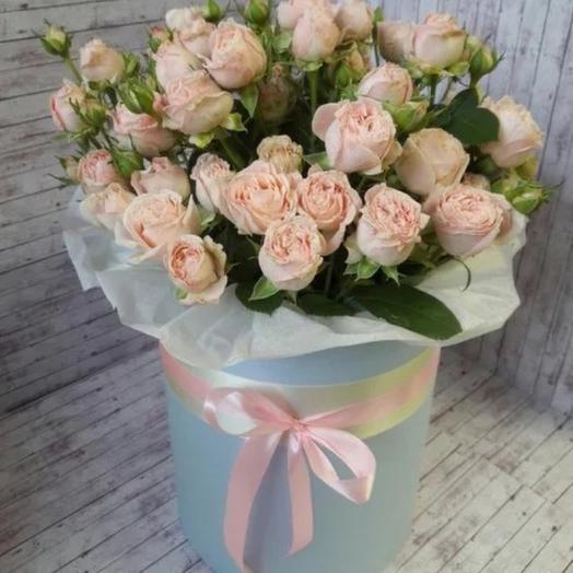 Роза кустовая в шляпной коробке