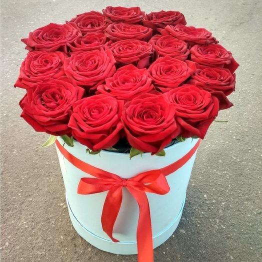 Коробка из 19 роз: букеты цветов на заказ Flowwow