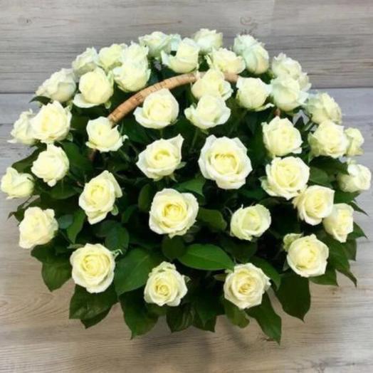 Корзина из 51 белой розы