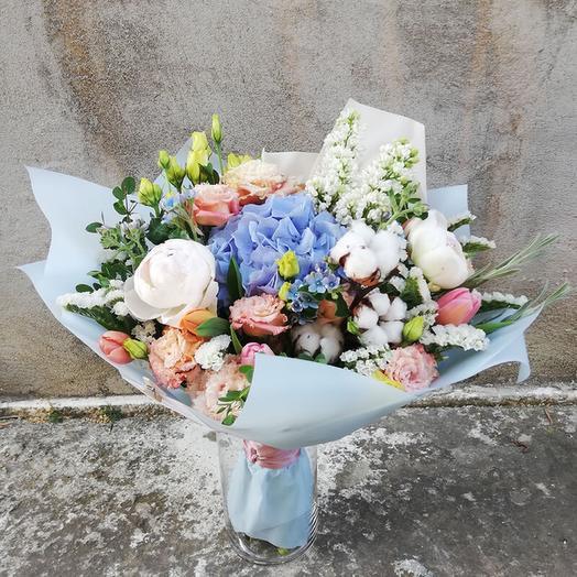 Original bouquet of unusual flowers