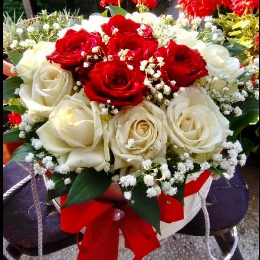 Цветы в коробке «Бело-красное вино»