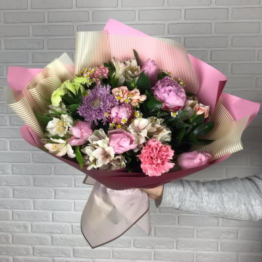 Bouquet with alstroemeria and peonies