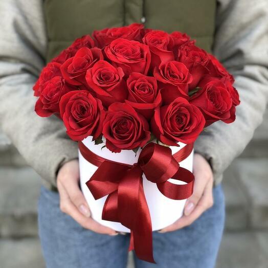 21 красная роза в шляпной коробке
