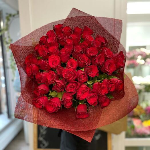 51 красная Роза в натуральном оформлении