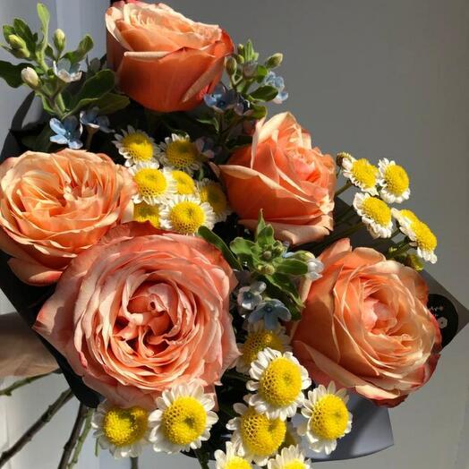 Букет пионовидные розы