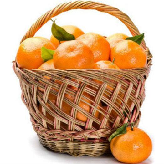Корзина с апельсинами: букеты цветов на заказ Flowwow