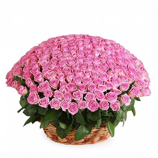 Корзина из розовых роз Розовое очарование: букеты цветов на заказ Flowwow