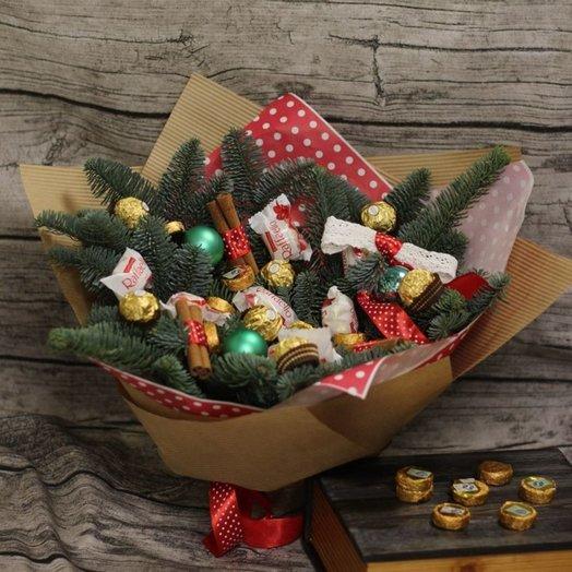 Новогодний букет с чаем и конфетами: букеты цветов на заказ Flowwow