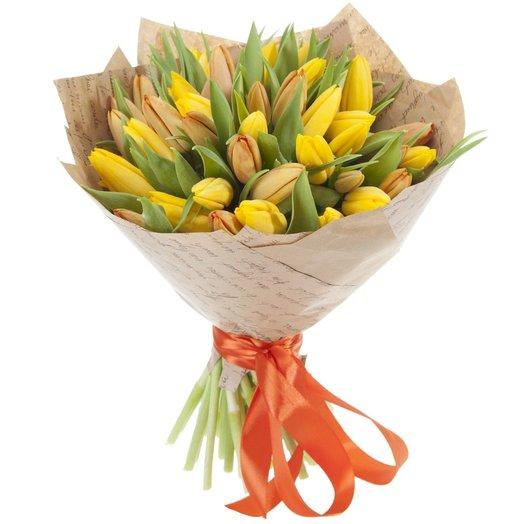 Букет из рыжих и желтых тюльпанов  Золушка: букеты цветов на заказ Flowwow