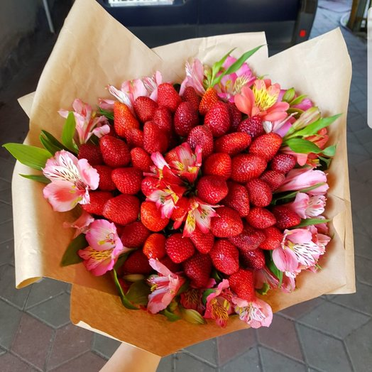 Букет из Свежей Клубники: букеты цветов на заказ Flowwow
