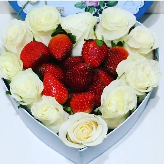 Сердце из роз и клубники: букеты цветов на заказ Flowwow