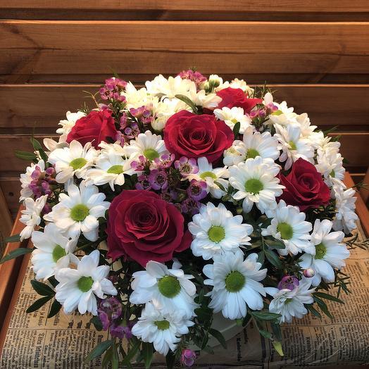 Коробка из роз и хризантем🌸🌸: букеты цветов на заказ Flowwow