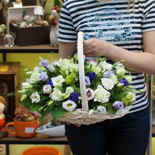 """Корзинка из рахноцветных лизиантусов """"Ирландская роза"""": букеты цветов на заказ Flowwow"""