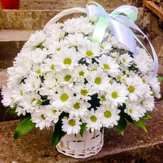 Корзина с хризантемой: букеты цветов на заказ Flowwow