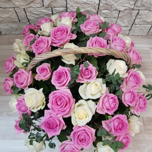 Корзина и 51 розы: букеты цветов на заказ Flowwow