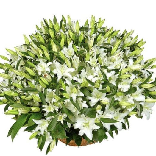 51 Лилия в корзине: букеты цветов на заказ Flowwow