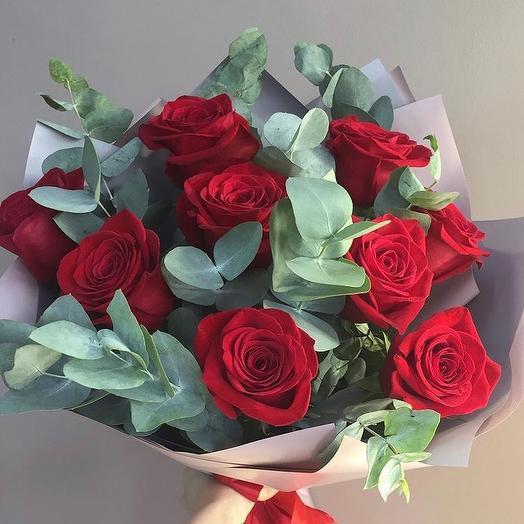 Букет из роз с эвкалиптом: букеты цветов на заказ Flowwow