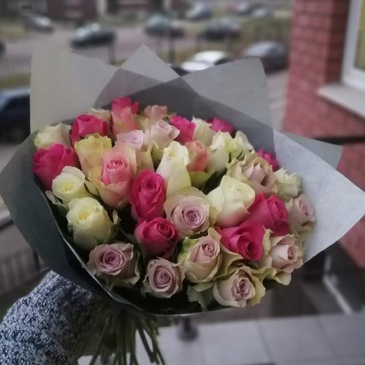 35 роз в крафте: букеты цветов на заказ Flowwow