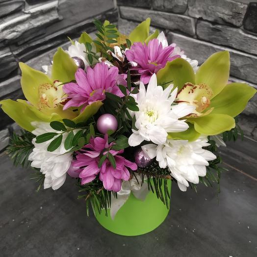 Шляпная коробочка с орхидеей: букеты цветов на заказ Flowwow