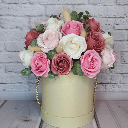 Шляпная коробка с розами и сухоцветами: букеты цветов на заказ Flowwow