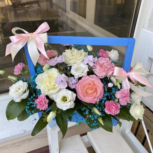 Ящик с розой, эустомой, кустовой гвоздикой: букеты цветов на заказ Flowwow