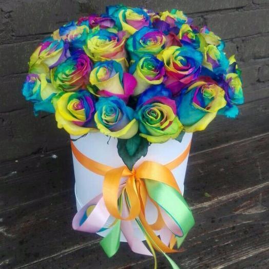 Радужные розы в шляпной коробке: букеты цветов на заказ Flowwow