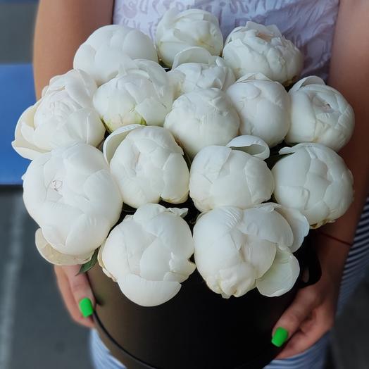 15 белых пионов в коробке: букеты цветов на заказ Flowwow