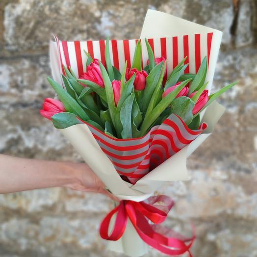 9 тюльпанов в дизайнерской упаковке