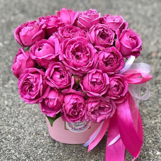 Коробка с кустовой пионовидной розой «Мисти баблс»