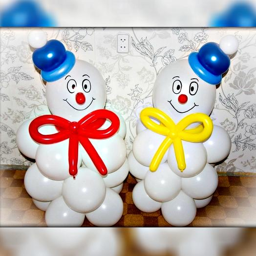 Снеговики из шаров. Пара снеговиков