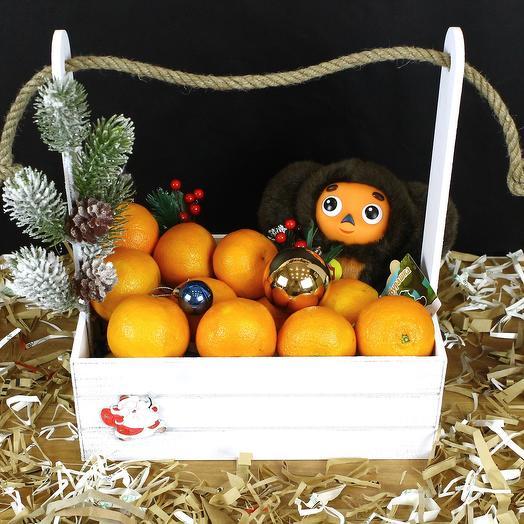 Новогодний ящик с мандаринами и Чебурашкой