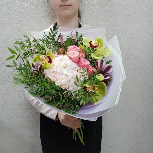 Букет с гортензией, орхидеей и ассорти цветов